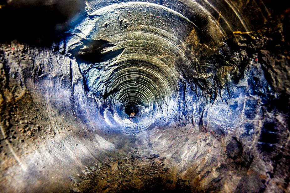 Глубокие скважины - 6000 метров под землёй.